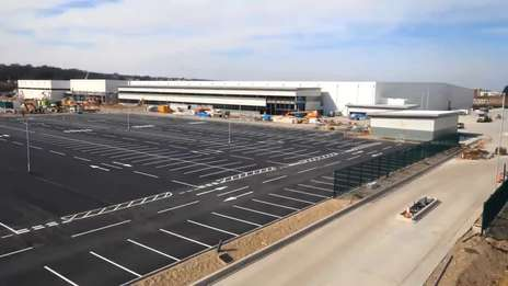 Building the world's largest automated warehouse for online grocery (Ocado CFC4 - Erith, UK)
