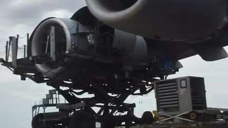 C-17 engine change